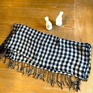 Black and grey checkered scarf